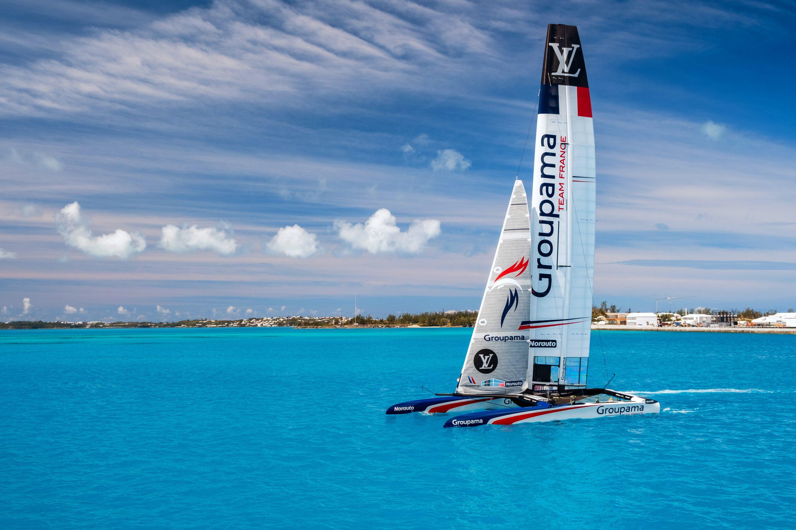 Catamarano in gara all'America's Cup 2017