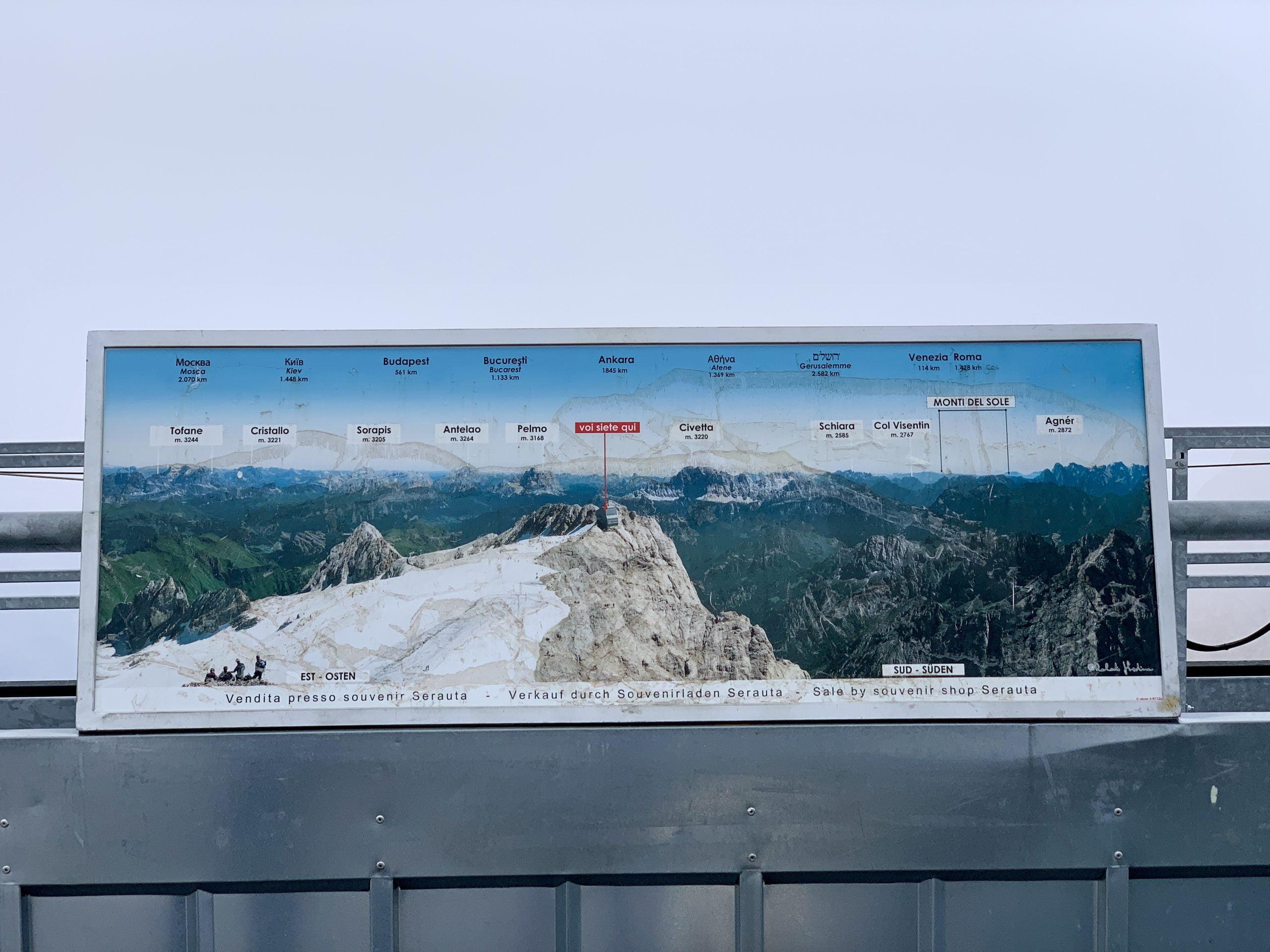 Mappa delle Dolomiti sulla terrazza di Punta Rocca